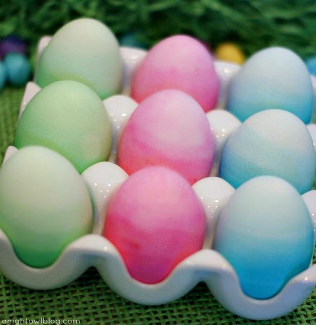 Ombre Dyed Easter Eggs at { anightowlblog.com }