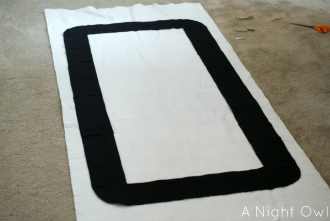How to make an easy No-Sew Felt Race Track by anightowlblog.com