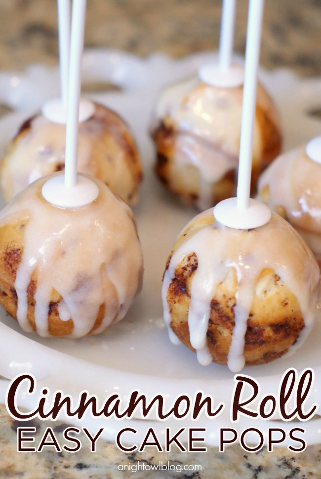 Easy Cinnamon Roll Cake Pops - great for a brunch or a fun family breakfast!