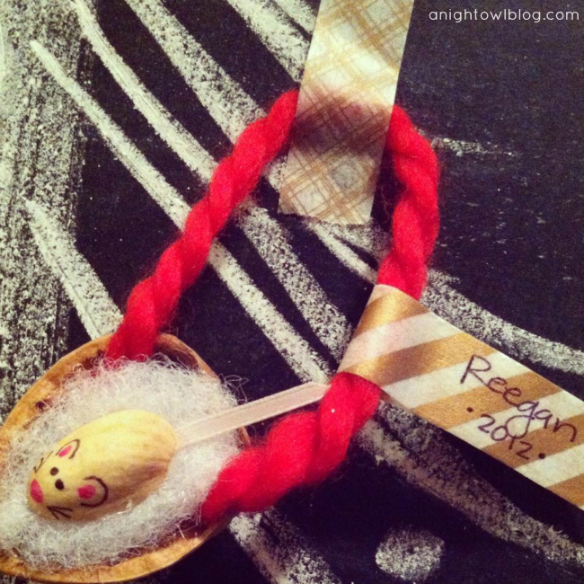 DIY Merry Mouse Ornament at @anightowlblog #trimyourtree