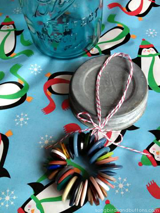 How to make a Vintage Button Ornament #trimyourtree