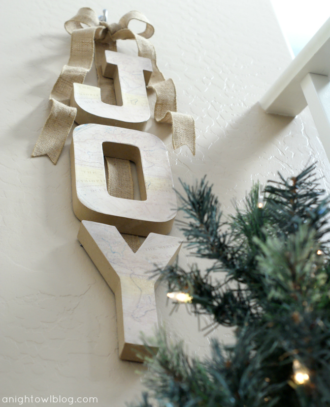 Joy to the World DIY Wall Hanging at @anightowlblog