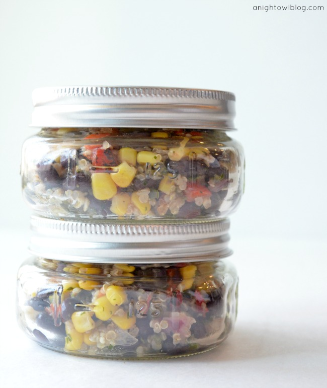 fresh & easy southwest quinoa salad packaged in mason jars to go #fneasy