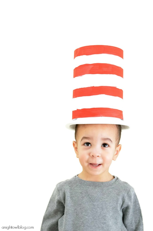 Celebrate Dr. Seuss' birthday in style this year with these adorable and EASY Cat in the Hat Paper Plate Hat!