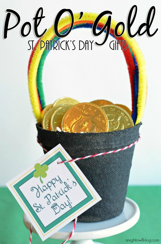 Pot of Gold St. Patrick's Day Gifts - perfect for friends and classmates with FREE printable tags!