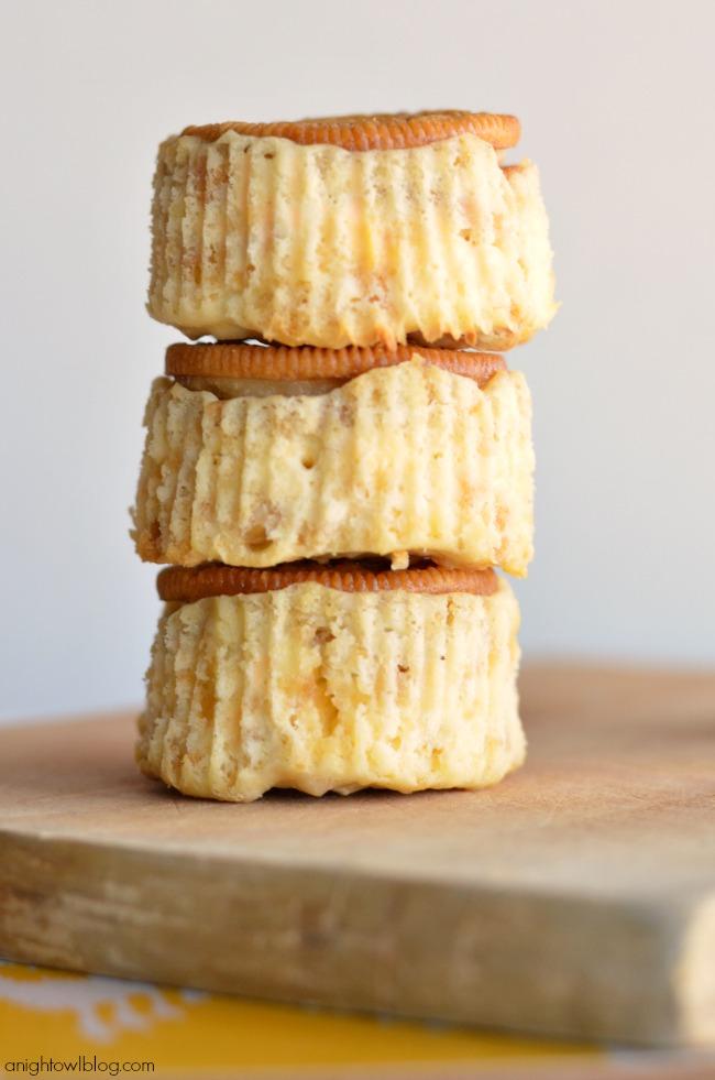 Mini Lemon Oreo Cheesecake - make tasty mini cheesecakes in just a few easy steps!