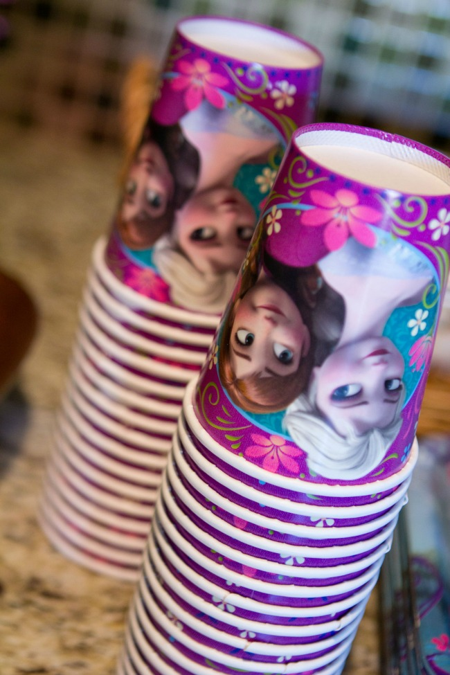 Adorable Frozen cups - Disney Frozen Birthday Party Ideas