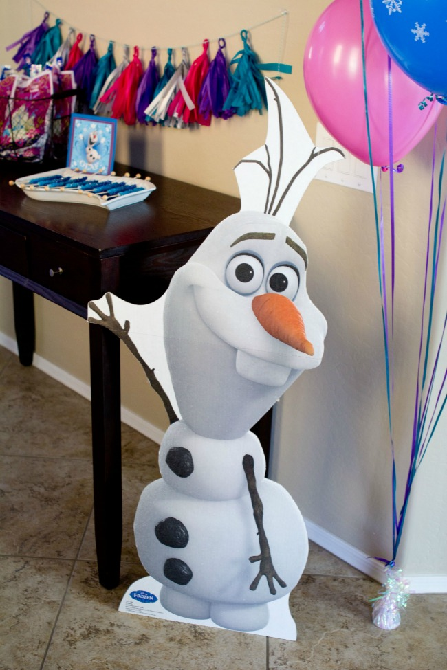 Cute Olaf Stand - Disney Frozen Birthday Party Ideas