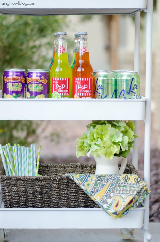 Great tips on setting and styling your outdoor bar cart!