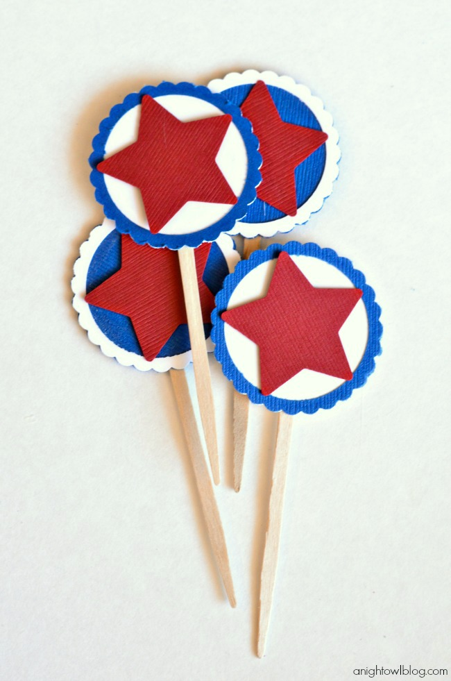 Such cute Patriotic Party Toppers that you can make in minutes with just a few easy steps!