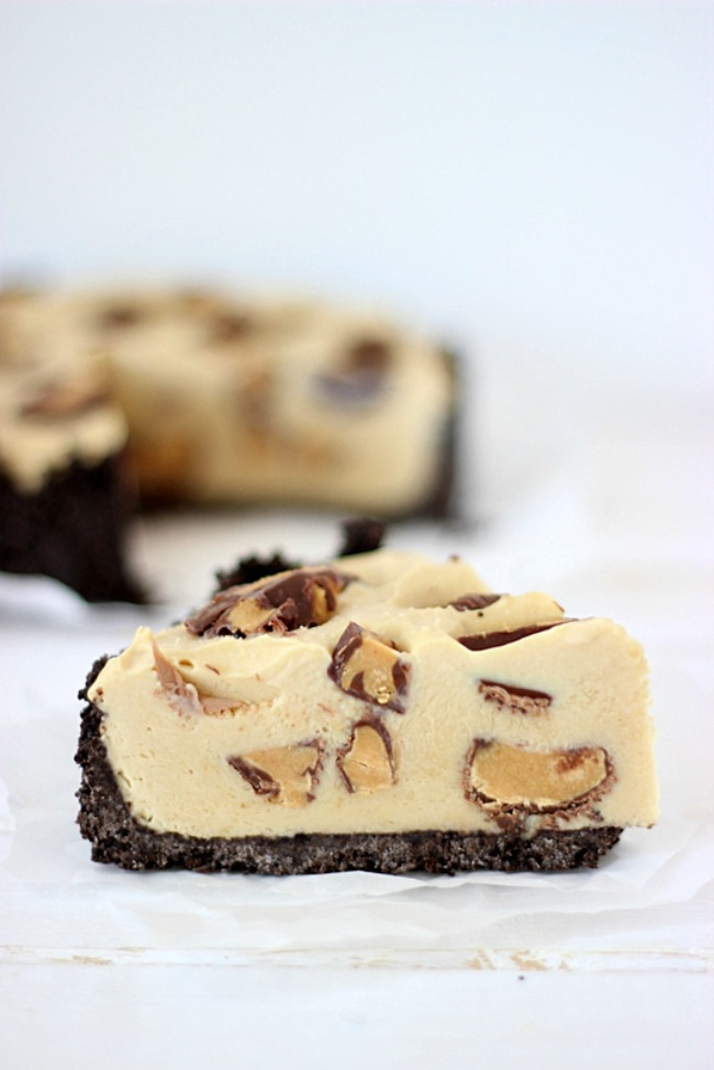 Peanut Butter Frozen Custard Pie with Oreo Crust by SimplyGloria.com #Reeces