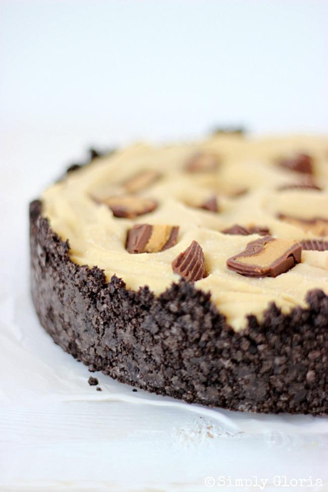 Peanut Butter Frozen Custard Pie with Oreo Crust by SimplyGloria.com #oreos