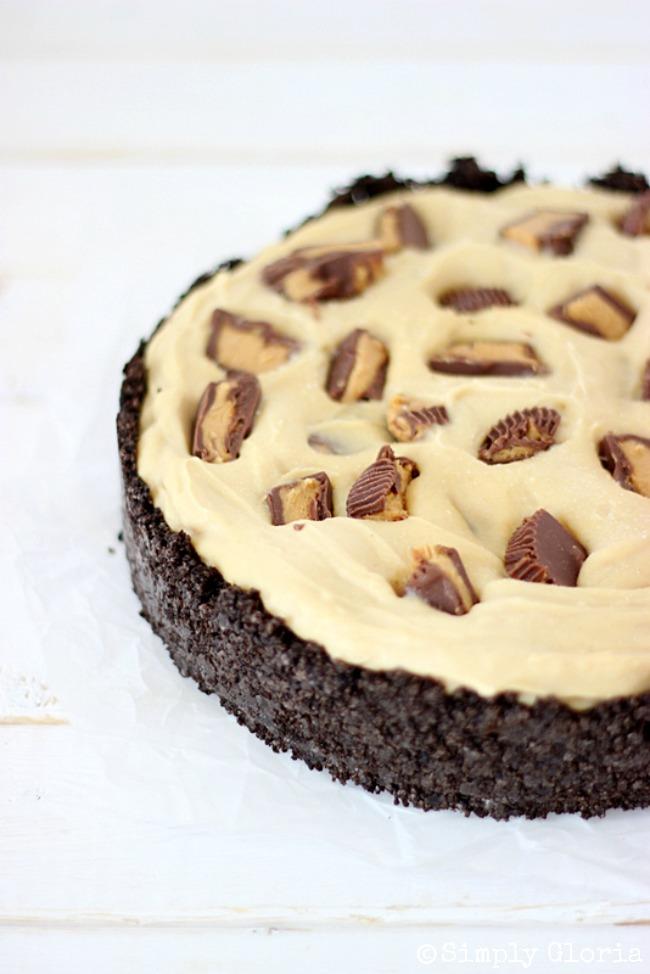Peanut Butter Frozen Custard Pie with Oreo Crust by SimplyGloria.com #peanutbutter