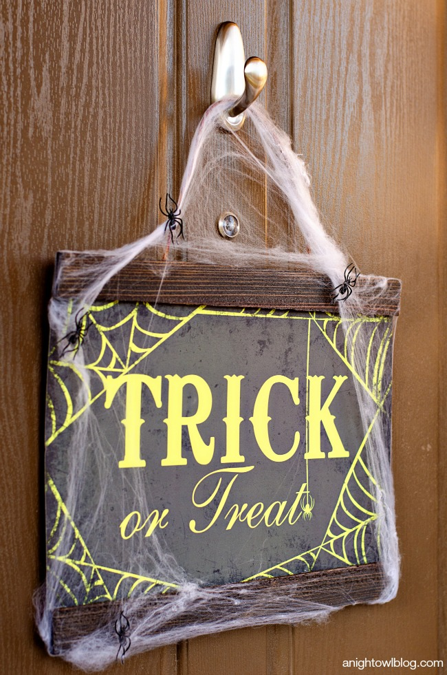Easy Halloween Decor with Command Outdoor | anightowlblog.com
