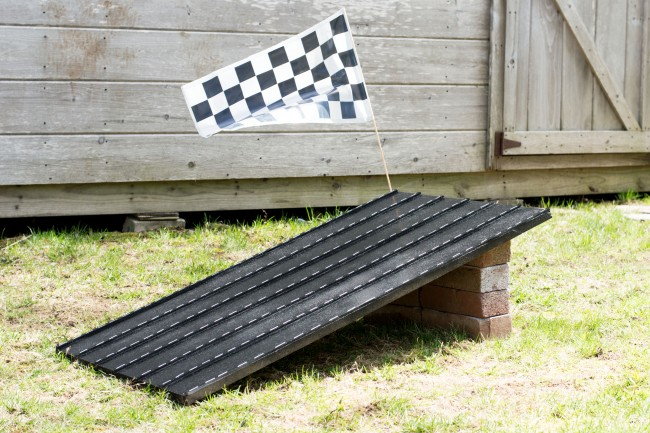 Let's Fête DIY Race Track