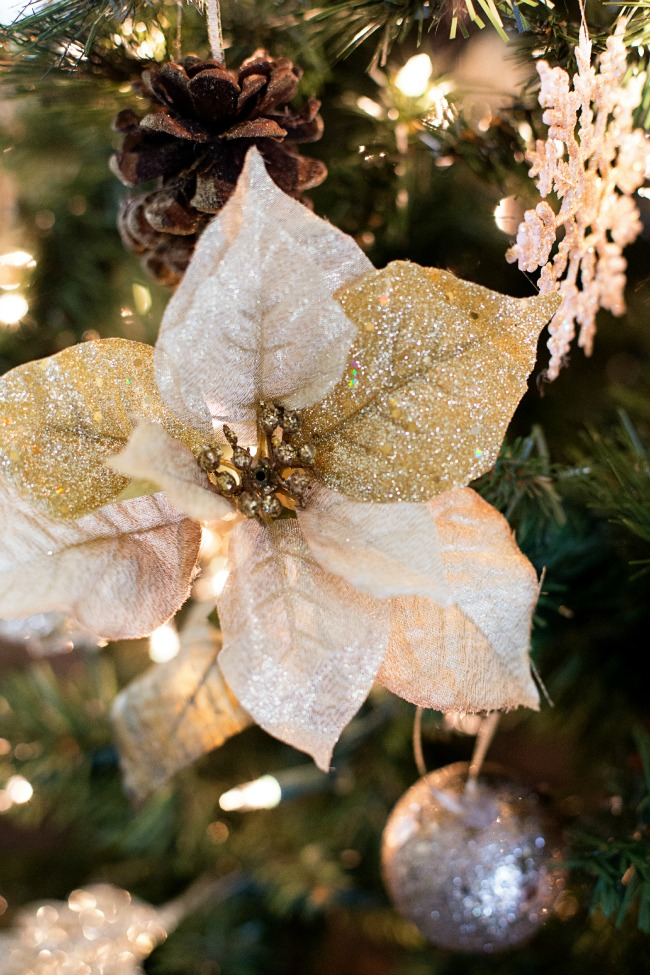 What a gorgeous Gold Christmas Tree! Love all the details.